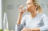 Bạn thật sự cần uống bao nhiêu nước mỗi ngày?