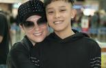 Phi Nhung đưa con nuôi Hồ Văn Cường đi Mỹ lưu diễn