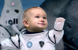 Sinh con ngoài vũ trụ khác như thế nào so với ở trái đất?