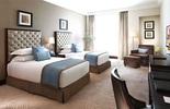 Vì sao phòng ngủ trong khách sạn không có gối ôm?