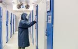 Bên trong kho đông lạnh -86 độ C chứa lô vắc-xin Covid-19 đầu tiên