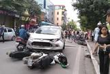 """Xe """"điên"""" tông liên tiếp 4 xe máy, 6 người nhập viện cấp cứu"""
