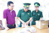 Một thuyền viên vận chuyển đồng hồ lậu từ Singapore vào Việt Nam