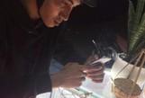 Clip: Nam thanh niên táo tợn vào cửa hàng cướp 2 điện thoại iPhone 6