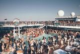 Du thuyền thành nơi tiệc tùng trác táng