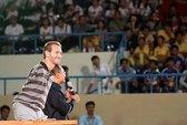 Nick Vujicic giao lưu bóng đá và gặp gỡ trẻ em