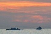 Tàu hải quân Trung Quốc áp sát bãi Cỏ Mây