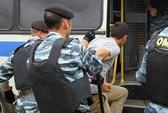 31 lao động Việt Nam bị tạm giữ tại Nga đã về đến Nội Bài