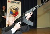 """""""Cha đẻ"""" súng AK-47 từng viết 6 tự truyện"""
