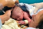 Người phụ nữ ghép tử cung đầu tiên sinh con
