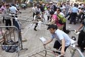 Hồng Kông: Cảnh sát đẩy mạnh dọn dẹp rào chắn biểu tình