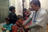 Vụ đồ chơi Trung Quốc phát nổ: 7 học sinh tái nhập viện trong tình trạng nguy kịch