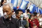 Dân Trung Quốc xếp hàng chờ... hít thở