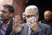 Nghị sĩ Ấn Độ phun hơi cay tứ tung phòng họp