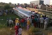 Xe khách mất lái, 7 người bị thương