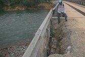 Cầu mới xây đã lở, chờ sập