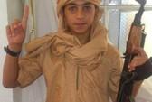 """Sốc với ảnh """"chiến binh"""" IS 13 tuổi"""