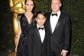 Maddox theo Angelina Jolie làm trợ lý sản xuất