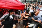 Hồng Kông: Người bịt mặt tấn công người biểu tình