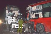 Xe khách đấu đầu xe tải, 2 tài xế thương vong