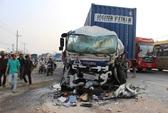 Xe khách và container tông nhau nát đầu, 7 người bị thương