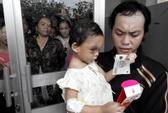 Vụ bé gái 4 tuổi bị hành hung: Cha ruột bé Ngân xuất hiện!