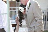 Người cha sắp chết dắt tay con gái trong đám cưới giả