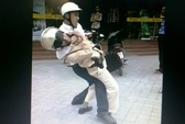 Xôn xao clip thanh niên đánh CSGT