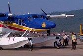 Thủy phi cơ DHC6 cất cánh tìm kiếm vật thể nghi là ô cửa máy bay