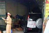 Che kín BKS xe biển xanh sau vụ tai nạn khiến 2 người thương vong