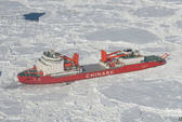 Tàu Mỹ giải cứu tàu Nga và Trung Quốc