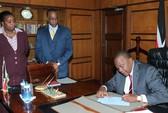Tổng thống Kenya tạm xa quyền lực để ra tòa án quốc tế