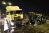 Xe container tông xe bồn, bê tông tràn Quốc lộ 1A