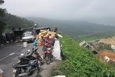 Thừa Thiên-Huế: Một ngày hai vụ xe tải lao xuống vực