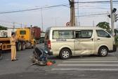Va chạm với xe ô tô biển xanh, hai vợ chồng bị thương