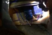Xe Toyota Camry của ông chủ hiệu cầm đồ ở vùng biên bị đặt mìn