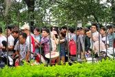 Trắng đêm xếp hàng mua vé xem U19 Việt Nam