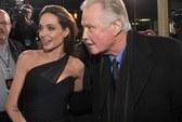 Cha Angelina Jolie không được mời dự đám cưới