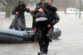 Mỹ co ro trong bão tuyết, Anh hoang tàn vì lũ lụt