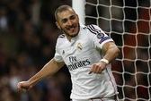 Benzema tỏa sáng, Real nhấn chìm đội bóng của HLV Moyes