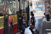 Tranh cãi nảy lửa quanh xe buýt chống