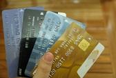 Hàng chục loại phí ngân hàng trên vai chủ thẻ