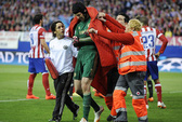 Chơi với đội hình 2, HLV Mourinho sẽ dâng cúp cho Liverpool?