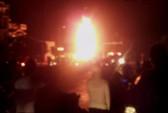 Đang sang chiết dầu, xe bồn bốc cháy dữ dội