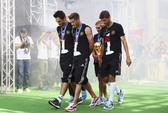 Cầu thủ Đức làm hư cúp vàng thế giới 2014