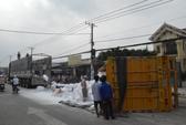 Phóng nhanh, xe container suýt lao vào nhà dân