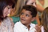 Con trai Ronaldo muốn đi tìm mẹ