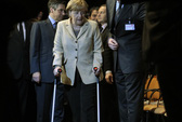 Thủ tướng Đức gặp nạn khi trượt tuyết