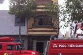 Tài xế xe chữa cháy bị xe…. cứu hỏa tông