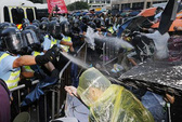 Hồng Kông xoa dịu người biểu tình